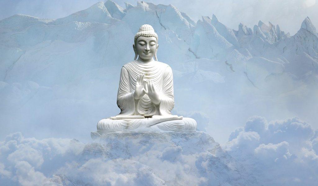 Buda sobre montículo